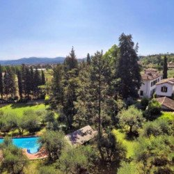 "<img src=""Villa-del-Merlo-1.jpg"" alt=""Villa from above"" title=""orizzontale - base"">"